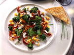 Brokkolisalat mit Brot
