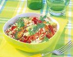 Bunter Reissalat mit verschiedenem Gemüse