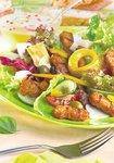 Bunter Salatteller mit Artischocken