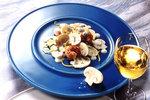 Ein Salat aus Champignons und Shrimps