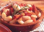 Dicke Bohnen mit Tomaten und Serrano-Schinken