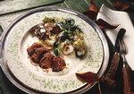Herbstlicher Salat mit Entenbrust-Streifen