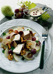 Wildsalat mit Camembert