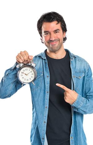 Ein Mann mit einer Uhr