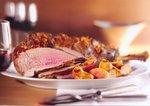 Leckere Lammkeule mit Bratapfel und Kartoffeln