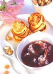 Pikante Mandel-Kartoffel Küchlein mit Zwetschgenkompott