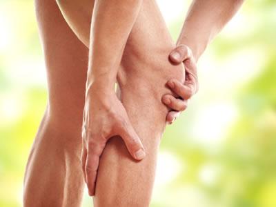 Arthrose verursacht Schmerzen und Probleme im Knie