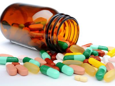 Ein Tablettenfläschchen aus Braunglas