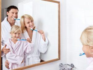 Zähneputzen ist wichtig von Kindesbeinen an