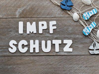 Holzwand mit Buchstaben