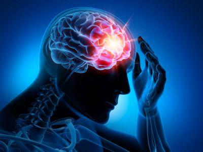 Blauer Mann als Röntgenumriss faßt sich an den Kopf