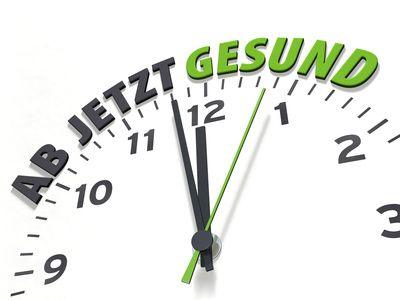 Eine Uhr zeigt kurz vor 12, darüber steht: Ab jetzt Gesund.