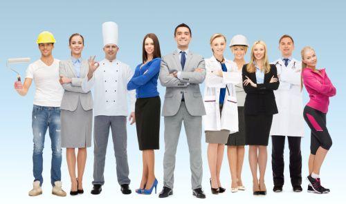 Mehrere Menschen in unterschiedlicher Berufsbekleidung
