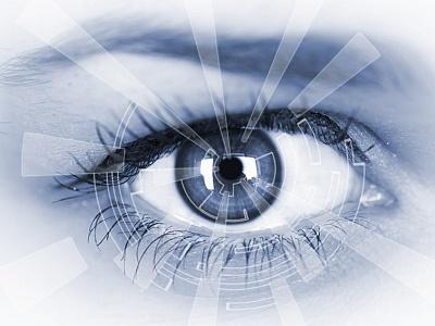 Blaues Bild, Auge in Großaufnahme,Strahlen zeigen auf die Iris.