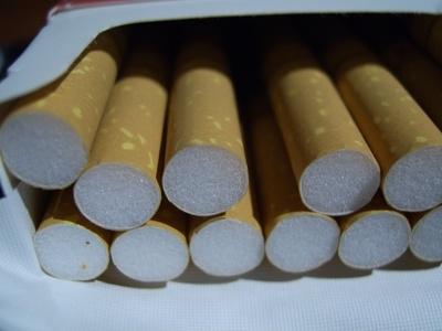 Großaufnahme einer geöffneten Zigarettenschachtel