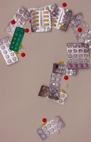 angebrochene Arzneimittel formen ein Fragezeichen