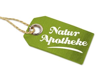 Anhänger aus Holz mit Naturapotheke