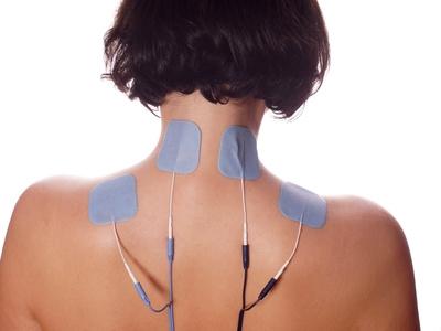 Reizstrompads auf Nacken und Rücken