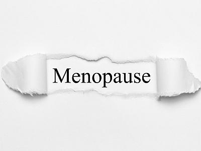 Wort Menopause auf gerissenem Papier