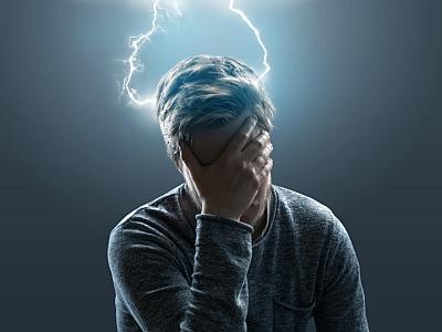 Mann mit symbolisch dargestelltem Kopfschmerz