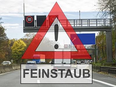 Autobahn mit Feinstaub-Schild