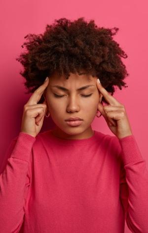 Hilfe bei Kopfschmerzen durch Schmerzmittel oder alternative Behandlungsverfahren